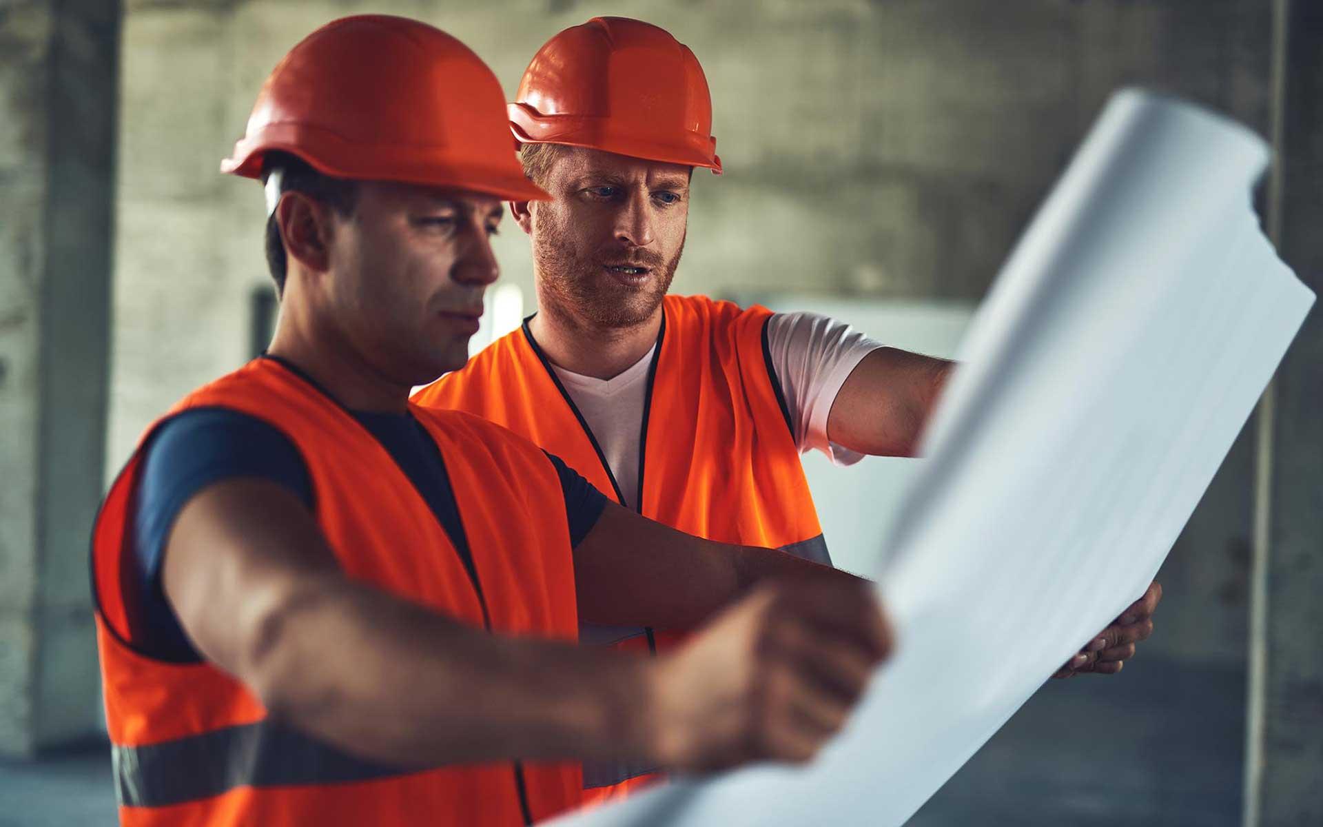 energetikai tanúsítvány - munkások tervrajzzal