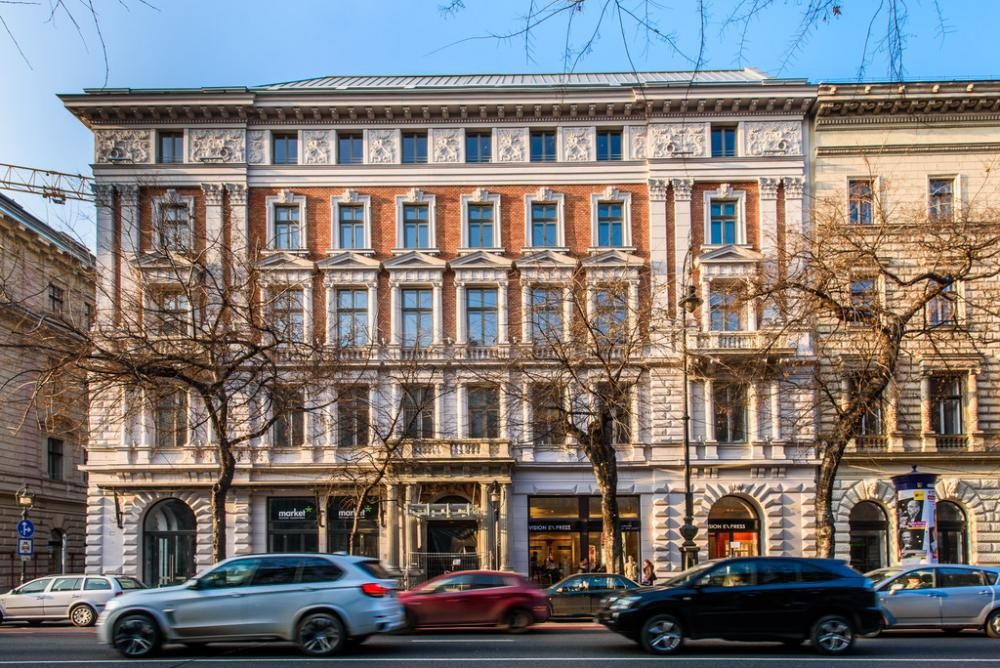 2015 – Budapest VI. ker. Andrássy út 8. Hotel